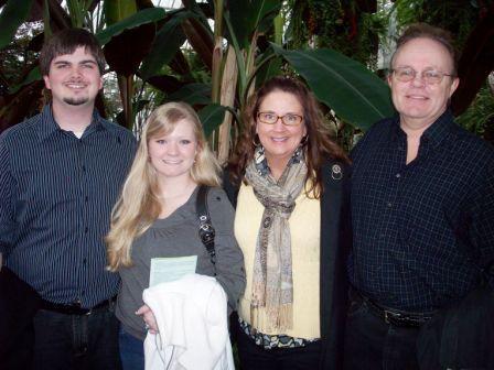 06. group photo at botanical gardens