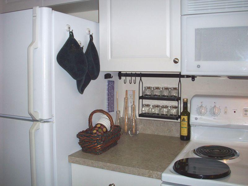 08. Refrigerator & Stove
