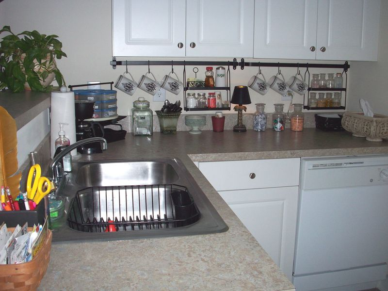 09. Kitchen sink area