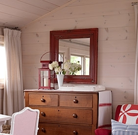 Sarahs-cottage-master-bedroom-image3