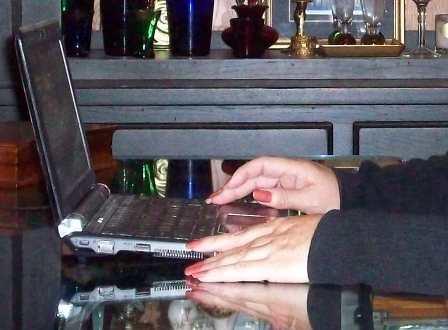 12. Hands Blogging