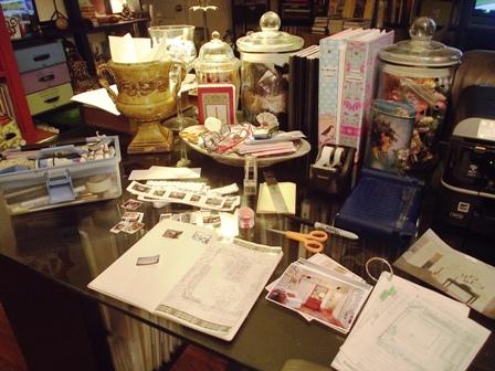 01. Messy Desk