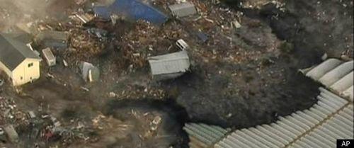 R-JAPAN-EARTHQUAKE-2011-large570