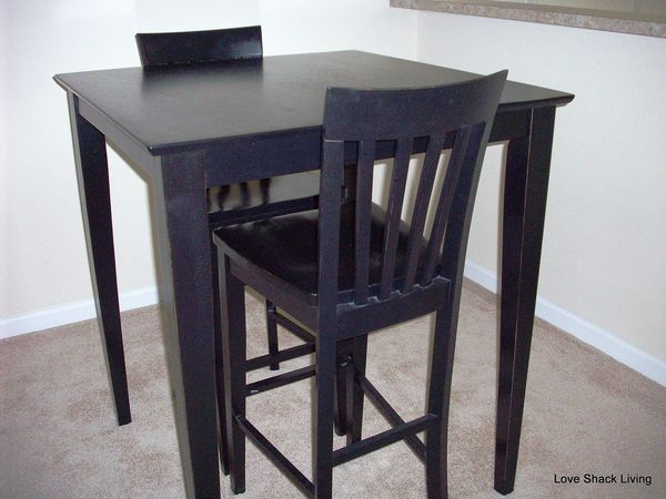 Table & Barstools Close-Up