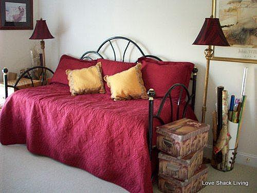 20. guestroom trundle bed