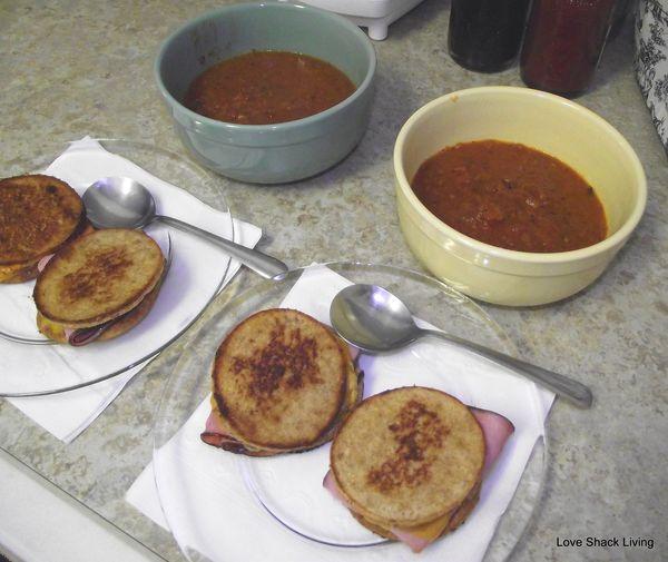01. Soup'n Sandwiches