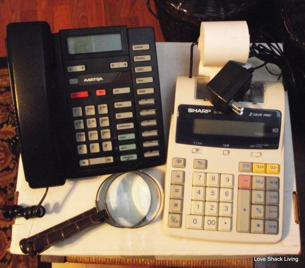02. Desk Phone & Calculator